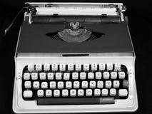 被隔绝的葡萄酒手工便携式的打字机 库存图片