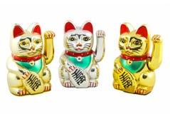 被隔绝的三倍Maneki Neko幸运的猫 免版税图库摄影