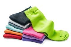 被隔绝的不同的颜色袜子 免版税库存图片