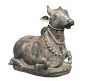 被隔绝的公牛的古老雕象。 免版税库存照片