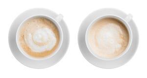 被隔绝的咖啡拿铁或热奶咖啡杯子顶视图  免版税库存照片