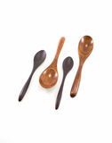 被隔绝的四轻和在白色Backgr的黑褐色木匙子 免版税库存图片