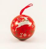 被隔绝的圣诞节球 免版税库存照片