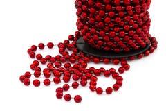 被隔绝的圣诞节红色小珠 图库摄影