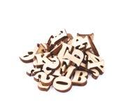 被隔绝的堆木头被雕刻的信件 免版税库存照片