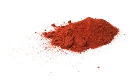 被隔绝的堆红色辣椒粉粉末 免版税库存照片
