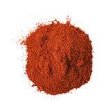 被隔绝的堆红色辣椒粉粉末 免版税库存图片