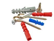 被隔绝的套不同的螺丝、勾子、螺栓和跨立的定缝销钉在白色 库存图片