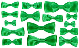被隔绝的套各种各样的绿色缎弓结 免版税库存照片