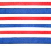 被隔绝的套蓝色和红色缎丝带 免版税库存照片
