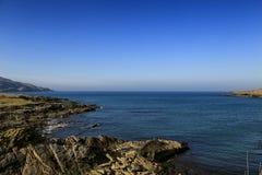 被隔绝的岩石海湾, Co Donegal,爱尔兰 库存照片