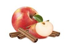 被隔绝的新鲜的红色苹果处所片断桂香 免版税库存图片