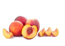 被隔绝的新鲜的水多的桃子 免版税图库摄影