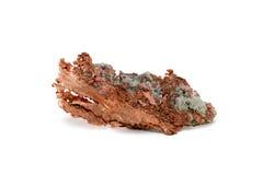被隔绝的未加工的铜矿块 库存照片