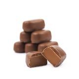 被隔绝的涂上巧克力的奶糖糖果 库存照片