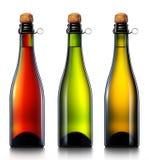 被隔绝的瓶啤酒、萍果汁或者香槟 库存照片