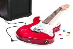 被隔绝的电吉他和放大器 库存照片