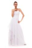 被隔绝的白色婚礼服的全长新娘 免版税库存图片