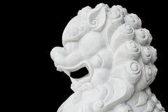 被隔绝的白色狮子头雕象 库存图片