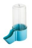 被隔绝的禽畜和啮齿目动物的塑料蓝色饮用的碗 免版税图库摄影