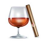 被隔绝的科涅克白兰地玻璃和雪茄 免版税库存图片