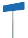 被隔绝的空白的蓝色路标,大白色框架被构筑的路旁牌透视拷贝空间背景 免版税图库摄影