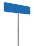 被隔绝的空白的蓝色路标,大白色框架被构筑的路旁牌透视拷贝空间 免版税库存照片