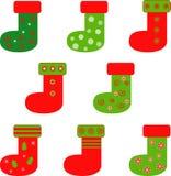 被隔绝的红色和绿色圣诞节长袜 库存图片