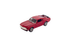 被隔绝的红色玩具肌肉汽车模型 库存照片