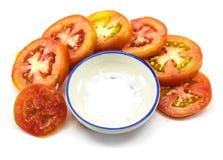 被隔绝的蕃茄切片和盐 图库摄影