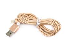 被隔绝的被折叠的USB闪电缆绳 免版税库存照片