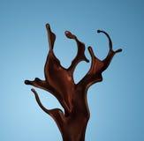 被隔绝的褐色热的咖啡或巧克力飞溅  免版税库存照片