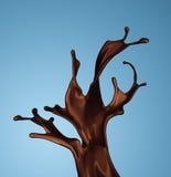 被隔绝的褐色热的咖啡或巧克力飞溅  免版税库存图片