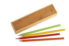 被隔绝的闭合的木铅笔盒 免版税库存图片