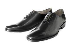 被隔绝的黑发光的皮鞋 免版税库存照片