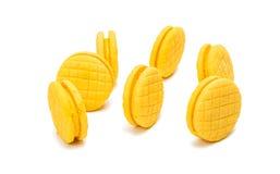 被隔绝的黄色双重果子饼干 库存图片