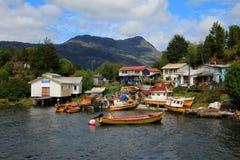 被隔绝的Puerto伊甸园在惠灵顿海岛,南智利的峡湾 免版税库存图片