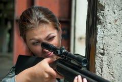 被集中的深色看在步枪视域 免版税库存图片