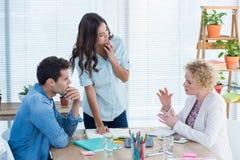 被集中的年轻同事在会议 库存照片