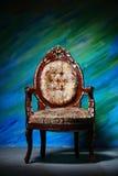 被雕刻的古老扶手椅子 免版税库存图片