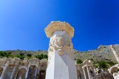 被雕刻的大理石柱在集市Sagalassos古城 免版税库存照片