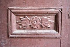 被雕刻的木门装饰 免版税库存照片