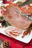 被雕刻的烤加香料的火腿 库存图片