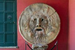 被雕刻的石人面Bocca真相雕塑della Verita或嘴在罗马 库存照片