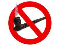 被雕刻的管道禁止符号抽烟木 免版税库存照片