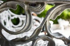 被雕刻的长凳在公园 免版税库存照片