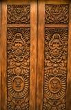 被雕刻的门瓜达拉哈拉木的墨西哥 图库摄影