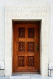 被雕刻的门石墙 免版税库存照片