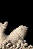 被雕刻的鱼石头 免版税库存图片