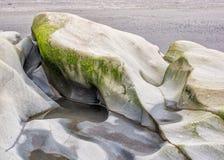 水被雕刻的岩石 库存图片